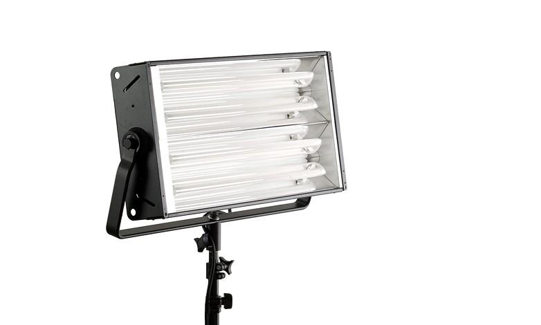 Купить -  Люминесцентный осветитель BOWENS SL455 KIT + BARNDOORS + STD LAMPS (BW-4500)