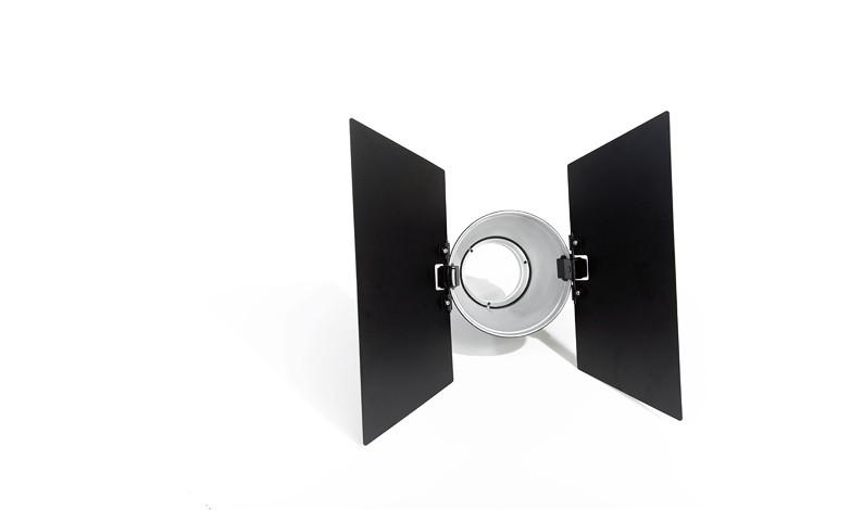 Купить - Bowens Шторки двухстворчатые универсальные BOWENS PAIR OF CLIP-ON BARNDOORS для рефлекторов BW-1886,BW-1887,BW-1863/65 (BW-1869)