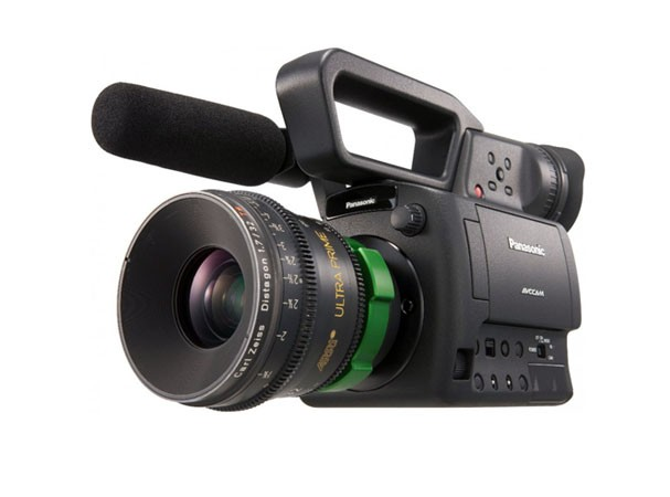 Купить -  Panasonic AG-AF104ER + Voigtlander Nokton 17 mm F0,95 MFT Kit