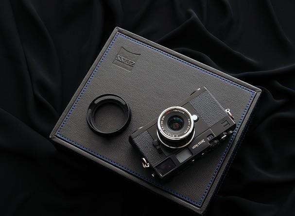 Купить -  Carl Zeiss Zeiss Ikon + Biogon T* 2.8/21 ZM kit Black - дальномерная фотокамера в комплекте с объективом
